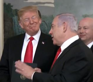 """חדשות בעולם, מבזקים טראמפ הכיר בגולן, נתניהו: """"העם האמריקאי עם הגולן"""""""