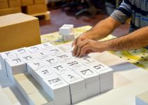 """מתחילים להצביע: בחו""""ל הקלפיות יפתחו הלילה"""