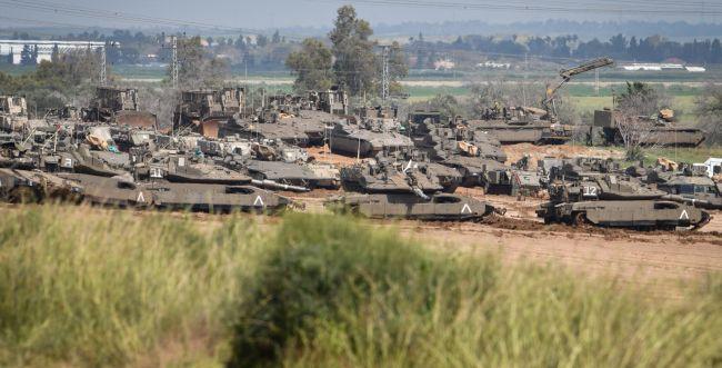 """צפו: צה""""ל נערך מול עזה ב-3 חטיבות וכוח ארטילריה"""