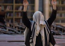ספר חדש טוען- אנחנו משקרים בתפילה