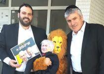 """""""ביבי צריך אריה חזק"""": מצעד תחפושות פוליטיות"""