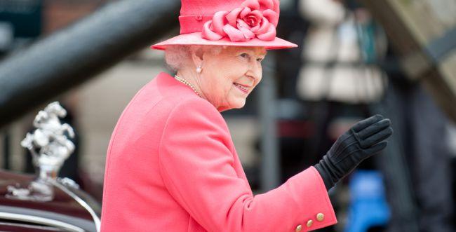לרגל יום האישה? המלכה אליזבת בהחלטה מפתיעה