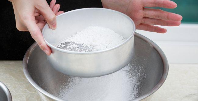 הרב אפרתי: יש להמשיך במנהג לנפות קמח לכתחילה