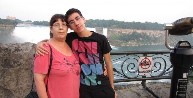 מרגש: בת 16 שרה לזכר הנער שנפל באסון הכרמל