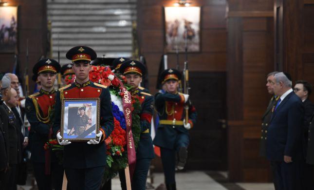 """בטקס רשמי מסרו הרוסים פריטים של זכריה באומל הי""""ד"""