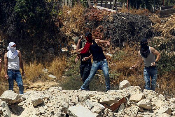 צפו: מרדף ומעצר של זורקי בקבוקי תבערה בשועפאט