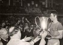 זוכרים? היום לפני 42 שנה מכבי אלופת אירופה   צפו: