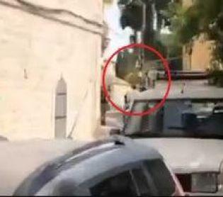 חדשות חרדים תיעוד: חייל חולץ מתקיפת חרדים קיצוניים בירושלים