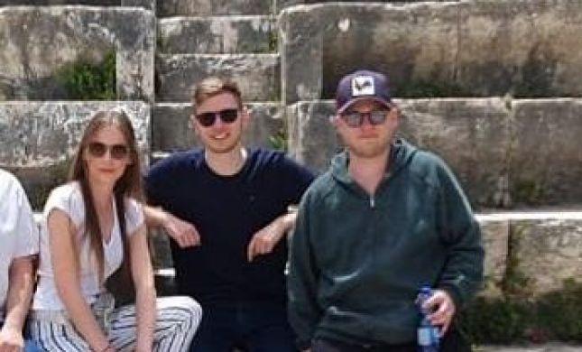 שברי עתיקות ואינסטגרם: יאיר נתניהו התארח בשומרון