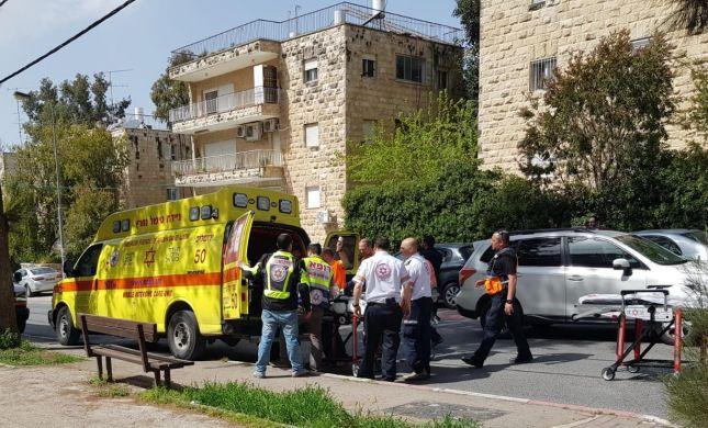 תיעוד מהזירה: גבר נפגע אנושות בשריפה בירושלים