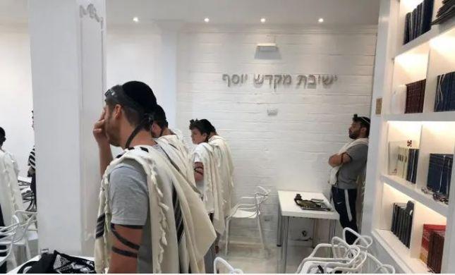 אירוע אנטישמי בארגנטינה: זרק אבנים, ותקף מתפללים