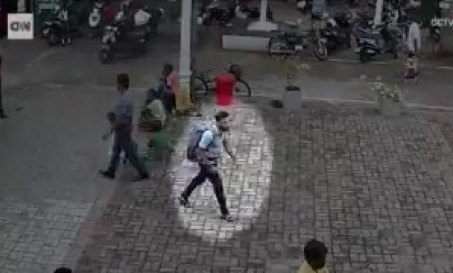 תיעוד: המחבל עם תיק גב נכנס לכנסייה ומתפוצץ