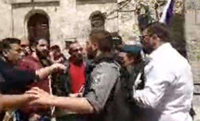 צפו: אורן חזן הותקף באלימות בעיר העתיקה בירושלים