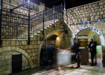 """חשש לחשיפה לחצבת בקבר רשב""""י ובבית הכנסת בטבריה"""