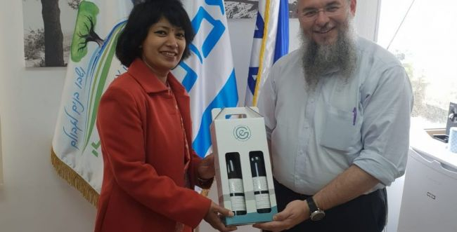 שגרירת נפאל בישראל הגיעה לסיור גוש עציון