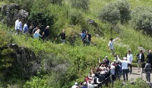 """טיולים, צאו לטייל """"כאחד האדם"""": ראש הממשלה יצא לטייל בגולן"""