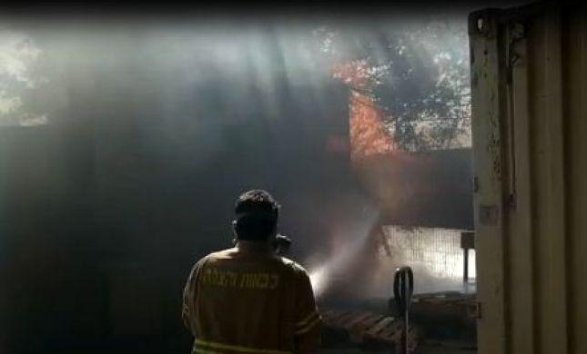 שריפה בכניסה למועצת שדות נגב בעוטף עזה. צפו