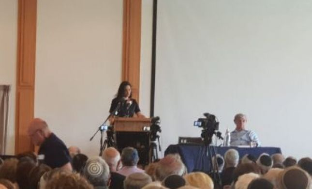 """שקד לאהרון ברק: """"הפכת את המושג מדינה יהודית"""""""