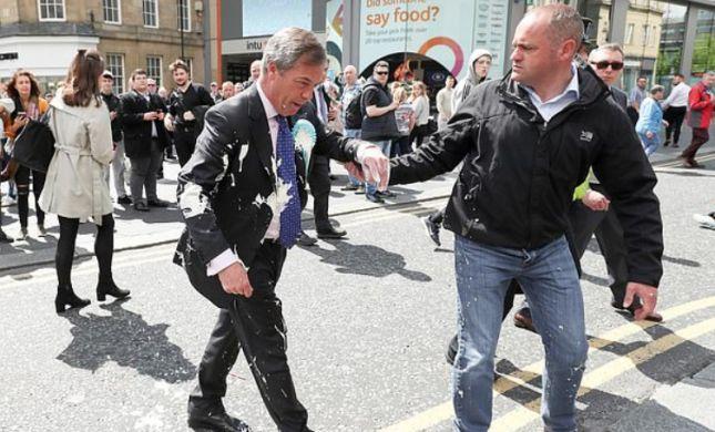 מדוע נזרק מילקשייק לעבר חברי פרלמנט בבריטניה?