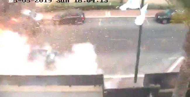 צפו: פגיעה ישירה של רקטה ברכב באשדוד
