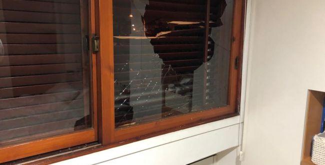 הותר לפרסום: טיל נחת בחצר ביתו של אבי דיכטר