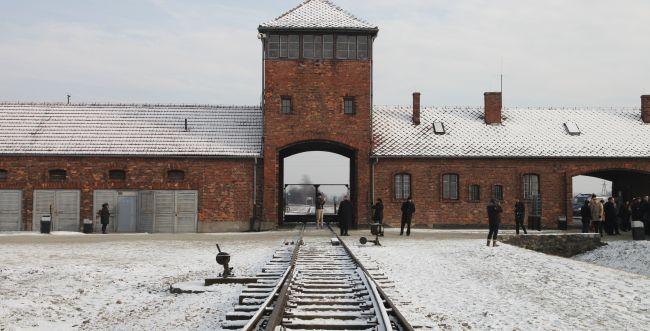 הדרך היהודית לזכור • צריך לצום ביום השואה