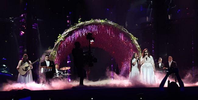 צפו: הצצה להופעה של להקת שלוה באירוויזיון