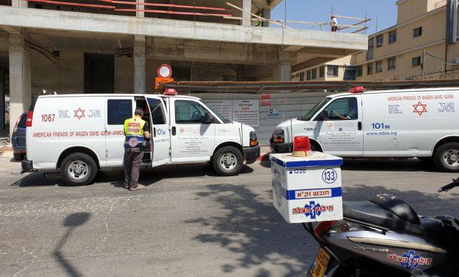 פועל נהרג בתאונת עבודה באתר בניה בפתח תקווה