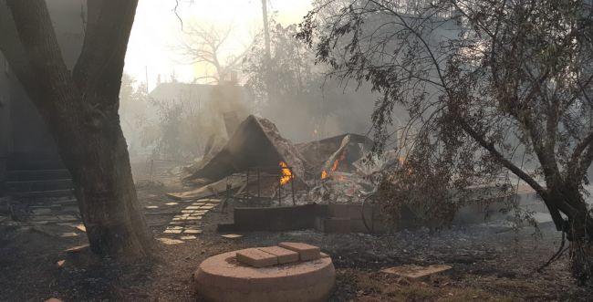 """השריפה במבוא מודיעים: """"כמעט כל היישוב הוחרב"""""""