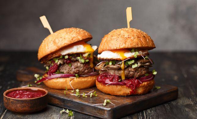 יום שכולו המבורגר: 5 מתכונים לקציצה האהובה