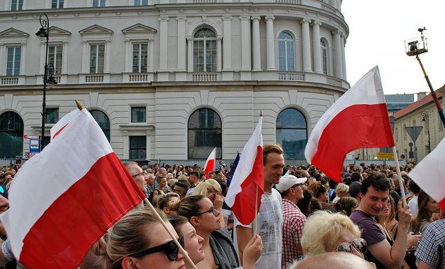 לאחר המחאה: פולין ביטלה ביקור משלחת מישראל