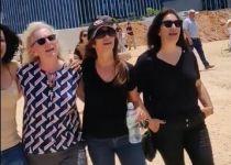 צפו: הנשים שרו- והמפגינים החרדים ברחו