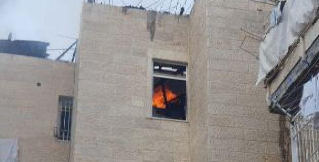 שריפה בבניין מגורים בי-ם: ילדים חולצו מהחלונות