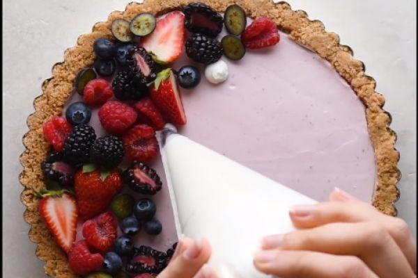 מרהיב: כך תשדרגו בקלות את עוגת החג. צפו