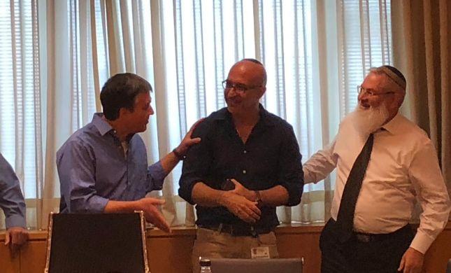 אלירז: מעורבות אירופית מונעת פינוי חאן אל אחמר