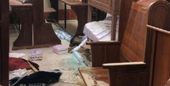 המתפללים גילו: בית הכנסת הושחת, ספרי התורה נגנבו