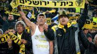 חדשות ספורט, ספורט מהומה בטדי: אוהדים השליכו בקבוקים ואבנים