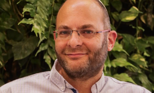 ליאור אנגלמן לסרוגים: גם מלמד תורה וגם יוצר וכותב