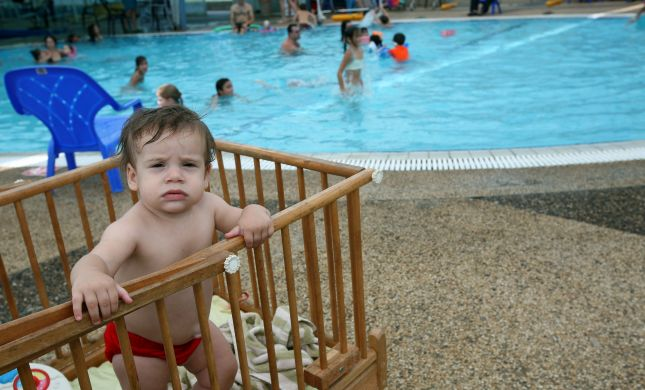 פעוטה בת 3 טבעה בבריכה בבית באילת; מצבה קריטי
