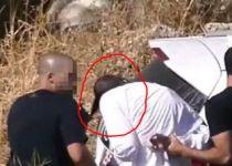 תיעוד מזעזע: שוטר מוביל חרדי בפאות לניידת. צפו