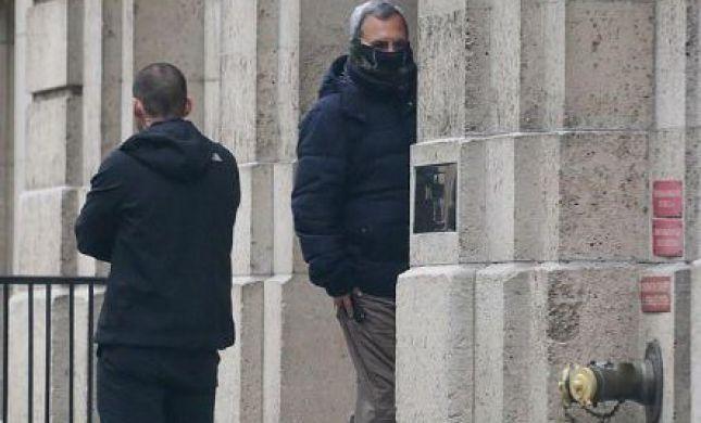 הדיילי מייל:ברק תועד בכניסה לבית אפשטיין בפנים מכוסות