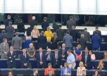 הפרלמנט האירופי במושב ראשון: הבריטים מחו בהמנון