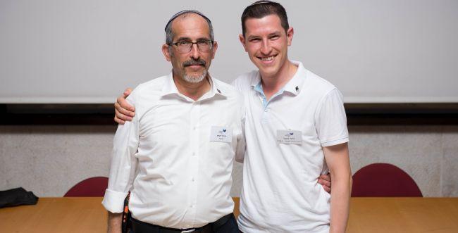 """אב ובנו יחדיו על בימת הבוגרים: """"זו גאווה גדולה"""""""