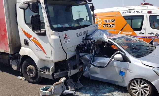 אסון כבד: הרכב עצר בצד; אם ובנה בן החודשיים נהרגו