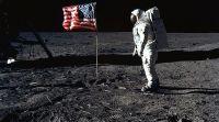 """שו""""ת יובל לנחיתה על הירח: האם צריך לשמור מצוות בחלל?"""