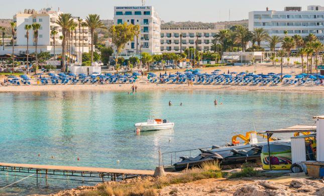 חקירת האונס בקפריסין: 9 מהחשודים מכחישים קשר