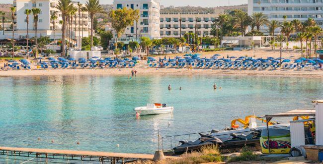 קפריסין: 12 ישראלים נעצרו בחשד לאונס קבוצתי