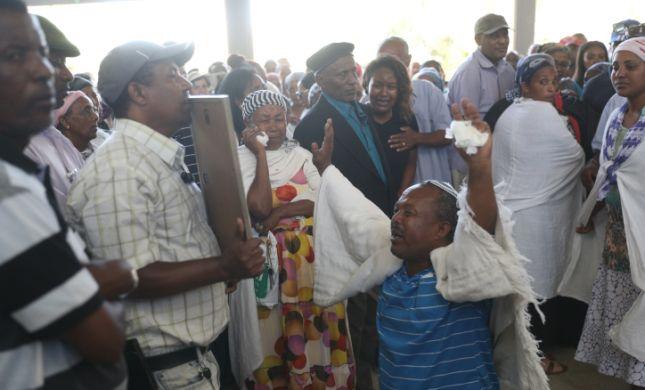 """בצל המחאה: אלפים מלווים למנוחות את סלומון טקה ז""""ל"""