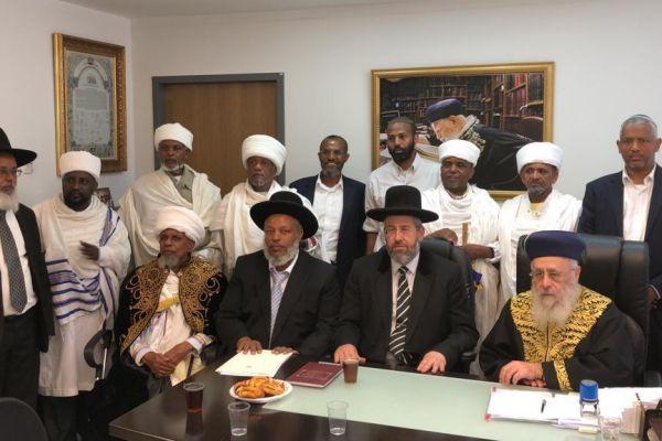 הרבנים הראשיים בפגישה עם הקייסים: סוף למחאה