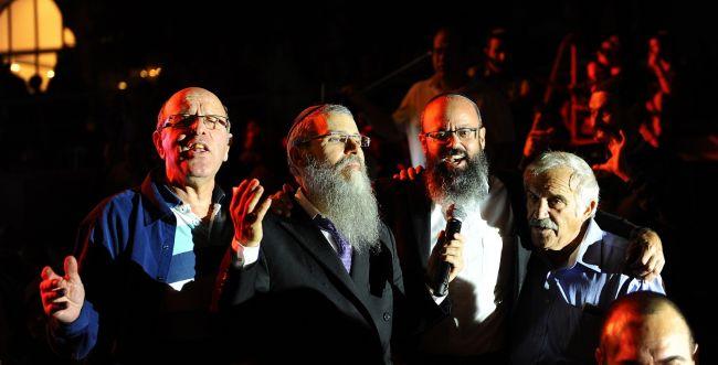 פריד עולה להר הזיתים: ענק הזמר במופעים משותפים